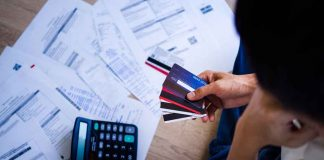 How to Avoid Credit Card Debt in College
